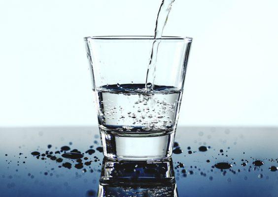 6 lý do nên uống nước ấm khi bụng đói