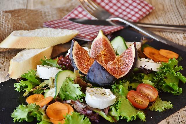 Phô mai và thịt viên bột yến mạch với nước sốt cà chua cay