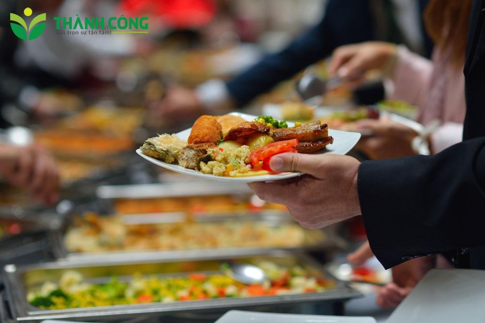 Suất cơm công nghiệp giao tận nơi Thành Công hướng đến lợi ích của khách hàng
