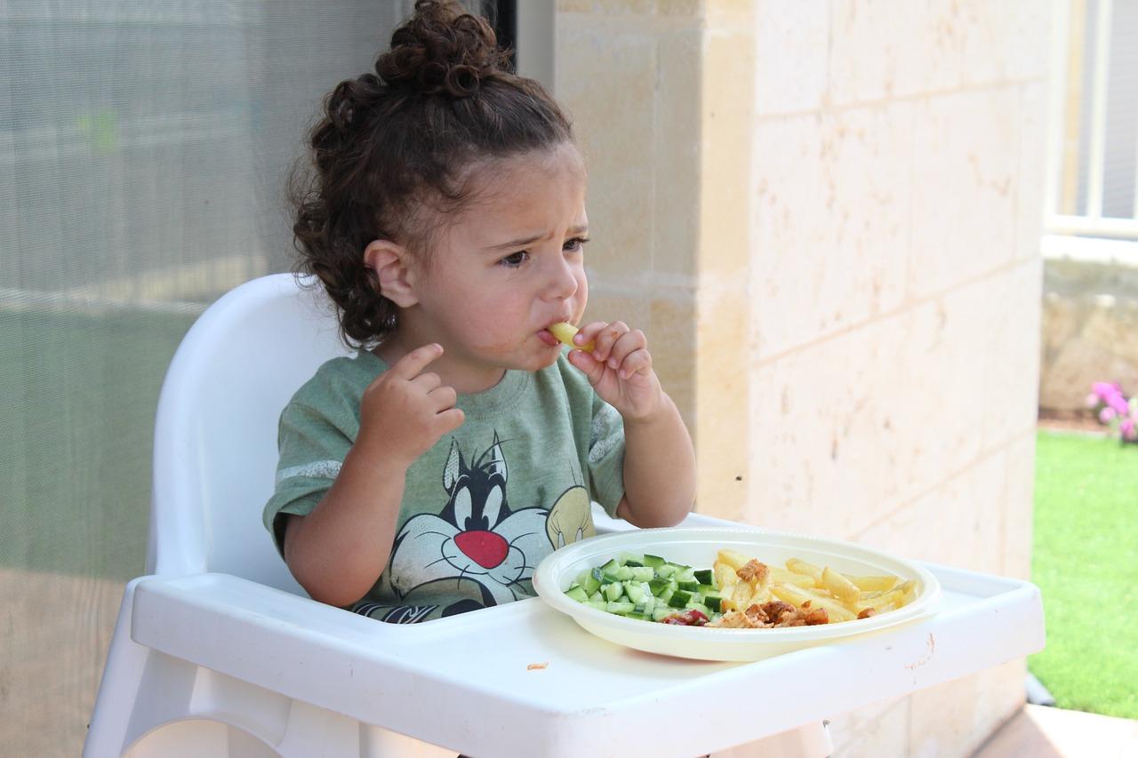 Phải làm gì khi con bạn không muốn ăn